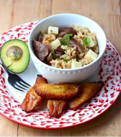Рис с вяленой говядиной по-колумбийски