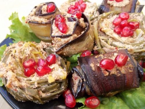 Рулетики из баклажан с грецкими орехами фото
