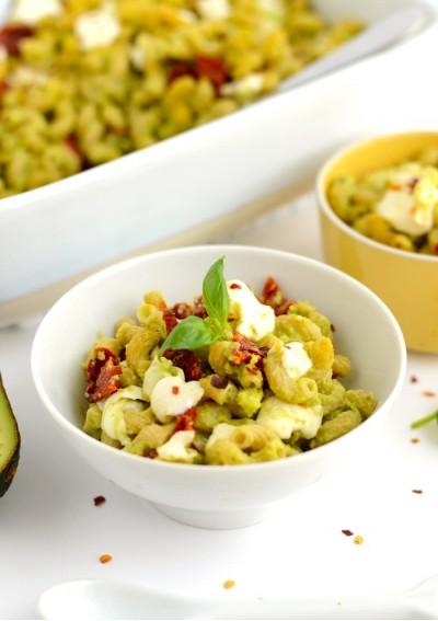 Рецепт макарон с моцареллой под соусом из авокадо