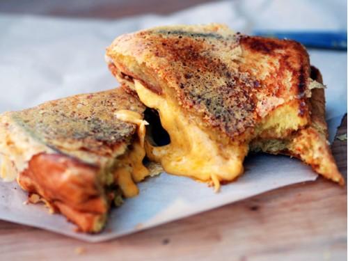 Хрустящий жареный сэндвич с сыром