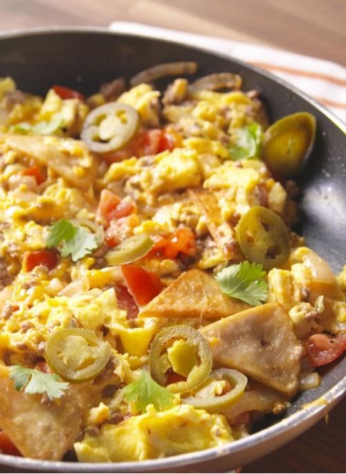 Мексиканская сковорода с яйцами