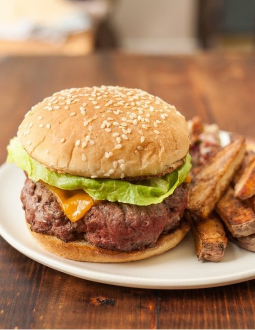 Классический чизбургер фото