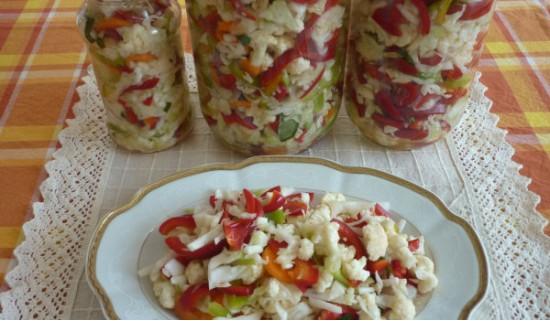 Консервированная цветная капуста с перцем и помидорами