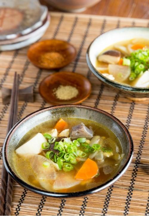Кэнтин-дзиру - японский суп с овощами