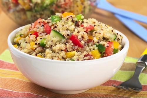 Салат с овощами и киноа