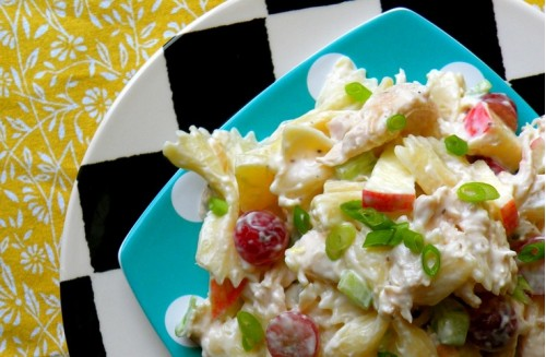 Салат с курицей виноградом и ананасом