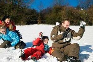 В снежки