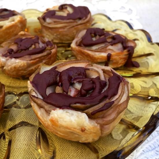 Розы из груш политые шоколадом