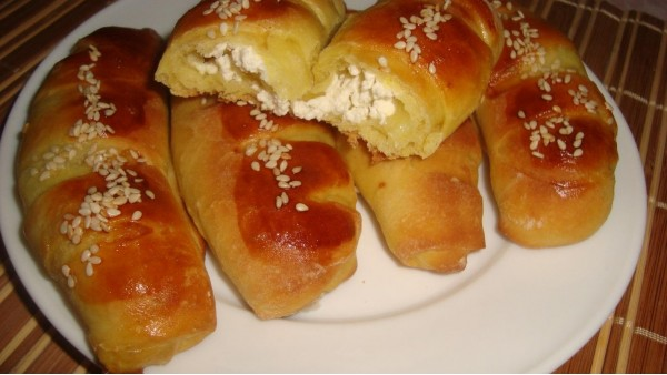 Кифле - сдобные булочки с сыром и шоколадом
